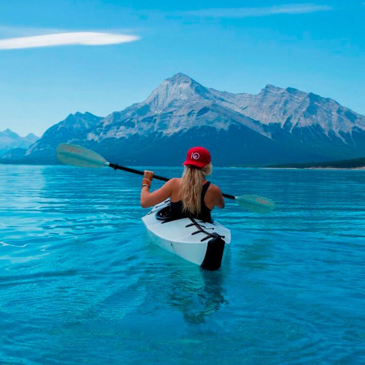 kayak con sistema de propulsión extraíble